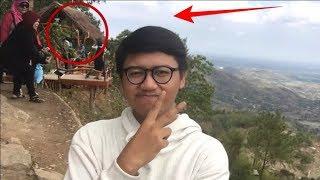 Video Pria ini Asik selfie, ternyata ada yang janggal dibelakangnya MP3, 3GP, MP4, WEBM, AVI, FLV September 2018