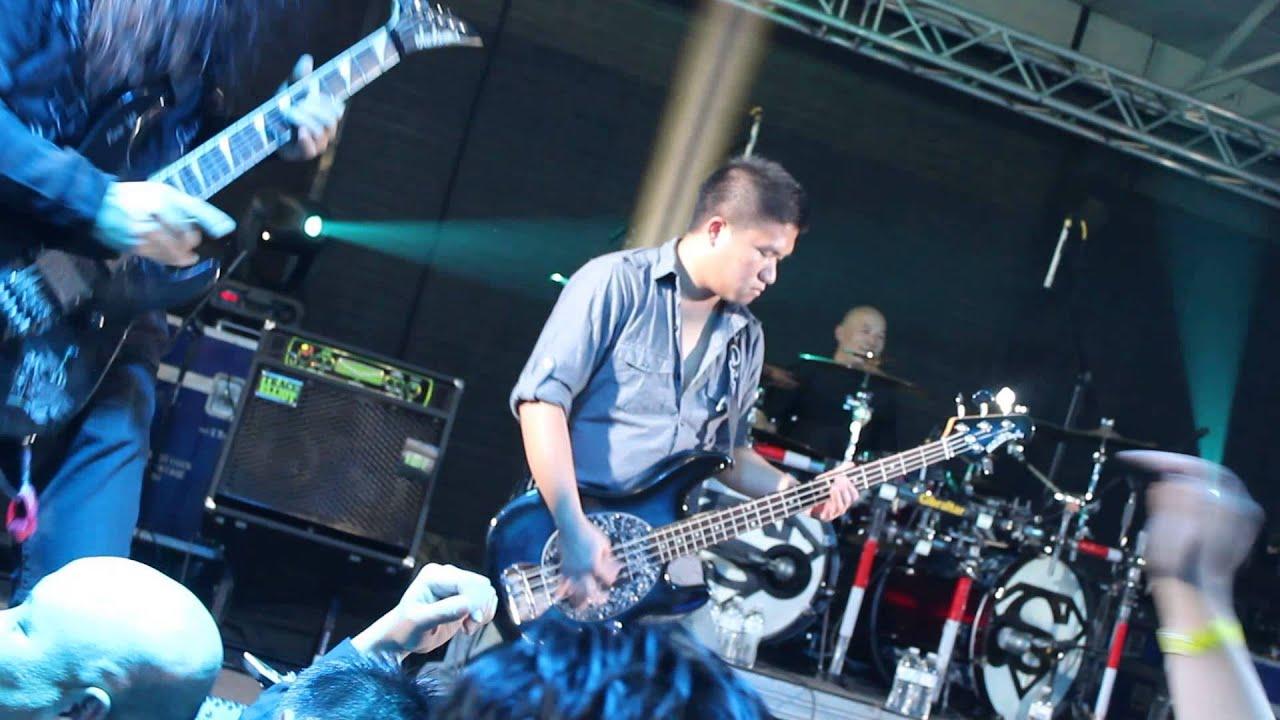 Yaka and Zha Moua (Hmong Guitar Legends)
