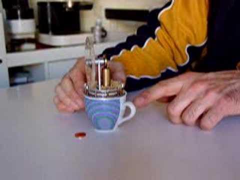 Miniaturized Low Temperature Differential Stirling Engine running on top of a coffee cup with boiling water!  Motore miniaturizzato Stirling Ringbom a basso differenziale termico, funzionante su di una tazzina di acqua bollente!