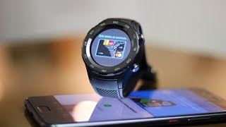 """Android Pay to najlepsza funkcja w smartwatchach :) Serio. Zobaczcie na przykładzie Huawei Watch 2. Vlogi z wyjazdu są na kanale Kasi: http://bit.ly/KrólowaChaosuHuawei Watch 2 w zestawie z P9 Lite (2017) jest dostępny również w promocji w Play: http://bit.ly/Play_P9Lite2017_Watch2I zapraszam również do wzięcia udziału w konkursie, w którym można wygrać nowiuśkie słuchawki Huawei Sport AM60 Pro :) Żeby mieć szansę na wygraną trzeba: 1. Polubić ten odcinek. 2. Subskrybować kanał, więc jeśli jeszcze tego nie robisz, kliknij czerwony przycisk powyżej.3. Wpisać pod filmem w komentarzu odpowiedź na pytanie: co i gdzie najfaniej/najzabawniej/najciekawiej byłoby kupić przy pomocy smartwatcha? Pamiętaj, aby komentarz rozpocząć od [K] – tylko takie komentarze będą brały udział w konkursie. Zwycięzcę wyłonię najwcześniej 30 sierpnia na chybił trafił. Wszyscy mają równe szanse, w konkursie biorą udział komentarze wpisane do 23:59, 29.08.2017. Nick osoby, która wygra, wpiszę tutaj, w tym opisie – i info umieszczę również w osobnym poście na FB – więc jeśli nie śledzisz mnie na Fejsbuku, kliknij """"polub"""" teraz: https://facebook.com/MobzillaShow tak, żeby nie pominąć informacji na temat swojej wygranej :) Szkoda byłoby, żeby sprzęt trafił do kogoś innego ;)Zapraszam również na mojego Twittera: https://twitter.com/mobzillatvOdcinek powstał przy współpracy z Huawei Polska."""