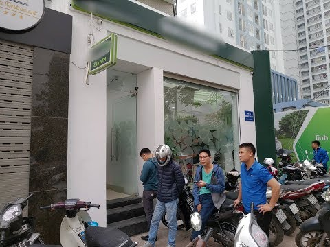 Đến hẹn lại lên, câu chuyện những hàng dài trước ATM luôn là nỗi ngán ngẩm của nhiều người mùa Tết @ vcloz.com