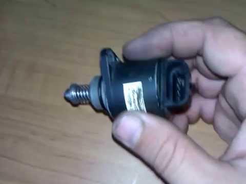 Механическая заслонка напрямую связана с педалью газа тягой