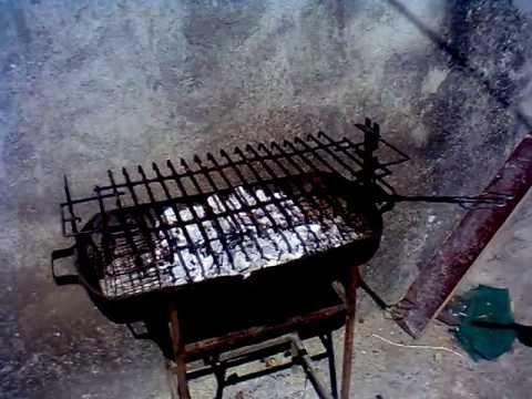 grelhador - Aqui está uma pequena demonstração de como apagar um (grelhadeiro) grelhador ou até mesmo um pequeno fogo... :D.