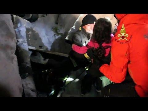 Ιταλία: Ενδείξεις για επιζώντες στο ξενοδοχείο που ισοπεδώθηκε από χιονοστιβάδα