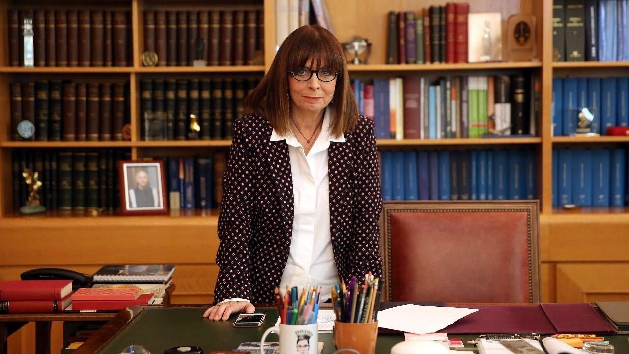 LIVE: Η πρώτη γυναίκα Πρόεδρος της Ελληνικής Δημοκρατίας αναλαμβάνει καθήκοντα – Ορκωμοσία