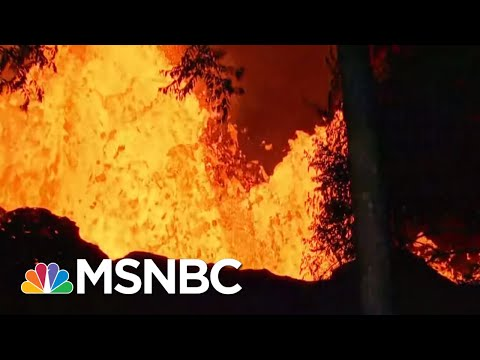Toxic Volcanic Cloud Poses New Threat For Hawaii Residents | The 11th Hour | MSNBC (видео)
