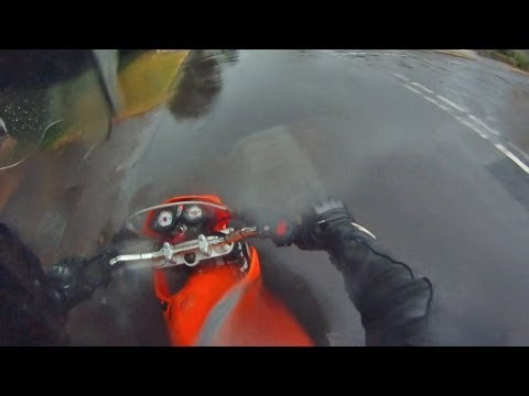 How to stop a motorcycle in the rain!