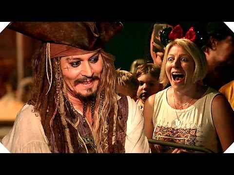 PIRATES OF THE CARIBBEAN 5 - Johnny Depp Surprises Fans at Disneyland !