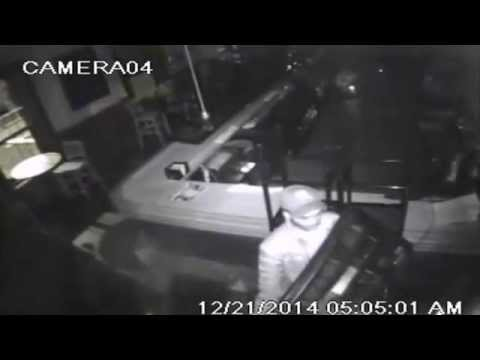 Men Steal Thousands of Dollars in Electronics From Philly Bar