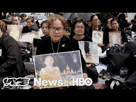 Democrat Healthcare Duel & Thai King's Cremation: VICE News Tonight Full Episode (HBO)