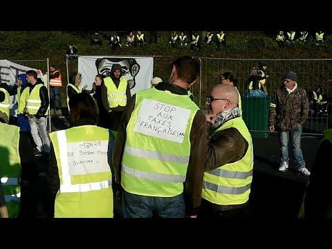 Frankreich: Regierung bleibt totz