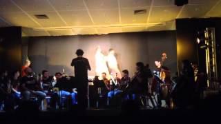 -alunos-assistem-peca-teatral-com-orquestra-