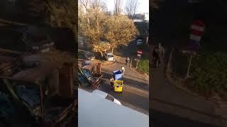 Tak wygląda segregacja śmieci w Łodzi. Wszystko pojechało jednym autem