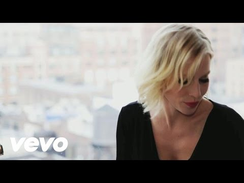 shake up happiness - Music video by Natasha Bedingfield performing Shake Up Christmas 2011 (Official Coca-Cola Christmas Song). (C) 2011 The Coca-Cola Company under licence to So...