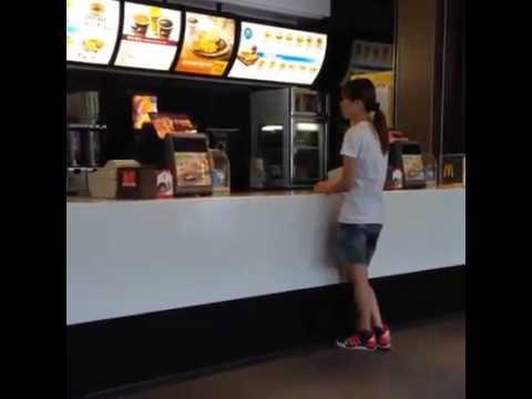 這絕對是我這輩子到麥當勞見過最蠢的事
