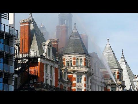 Großbrand in Hotel im Londoner Stadtteil Knightsbridg ...