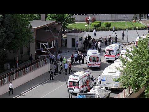 Τουρκία: Ένας νεκρός αστυνομικός και 13 τραυματίες από έκρηξη στην Γκαζιαντέπ