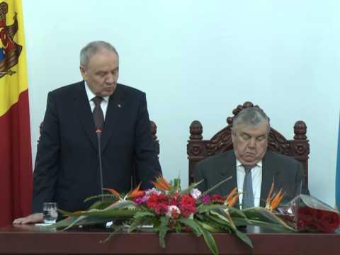 """Nicolae Timofti a participat la lansarea cărții """"Labirintul destinului"""", semnată de primul președinte al Republicii Moldova, Mircea Snegur"""