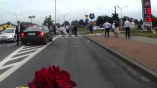 Zadyma na środku drogi! Napie*dalanka kiboli Legii i Wisły Płock podczas bramy weselnej!