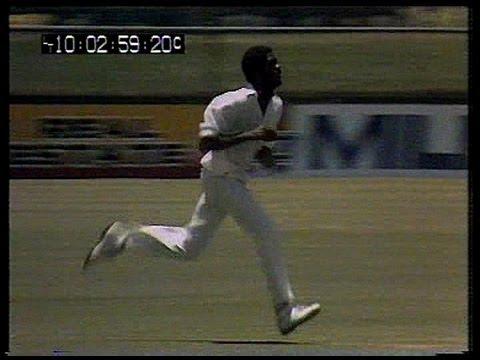 Very fast bowling - Michael Holding at Brisbane 1979 (видео)