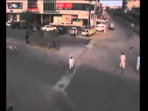 مش المهم تنتبه من السيارات فقط وانت تقطع الطريق !!