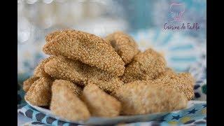 Cornes de gazelle aux graines de sésamespour vous abonner :https://www.youtube.com/user/cuisinedefadi?sub_confirmation=1Mon blog : http://cuisinedefadila.comma page fan Facebook : https://www.facebook.com/cuisinedefadilaTwitter: https://twitter.com/cuisinedefadilaInstagram: https://instagram.com/cuisinedefadila/Ingrédients :400 g d'amandes mondées175 g de sucre75 g de beurre 1 jaune d'oeuf4 cs d'eau de fleur d'oranger1/2 cc de cannelle1/4 cc de gomme arabique Cuisine De Fadila, une chaine de cuisine , avec des recettes de pâtisseries, des recettes d'ici et d'ailleurs, simples ou sophistiquées, il y en a pour tout les goûts et les niveaux.