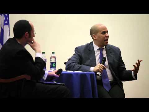 Bürgermeister Cory Booker an der Yeshiva Universität
