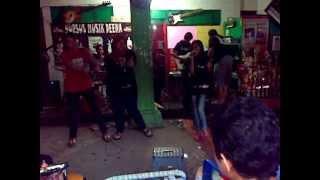 huruhara band unik @deenamusikjtw Klinik Musik tgl 18 nov 2012 (cover ABG TUA)