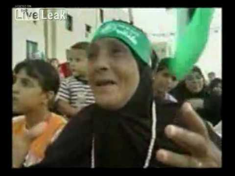 Pedofilos - http://www.ocristaorevoltado.blogspot.com Inspirados na vida de Maomé que recebeu Aixa, de sete anos, das mãos do pai Abu-Becre, componentes do Hamas organiz...
