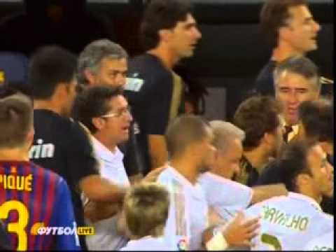 Jose Mourinho gouging the eye of Barcelona coach Tito Vilanova ! (видео)