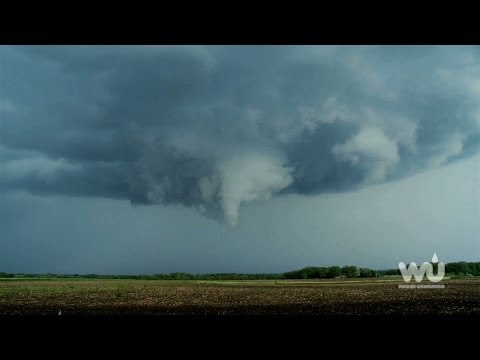 What to look for when spotting a tornado