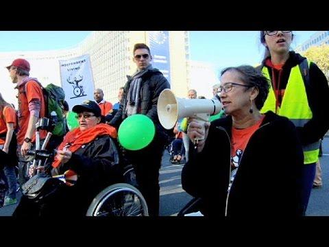 Βρυξέλλες: Άτομα με αναπηρία διαδηλώνουν για μία ισότιμη διαβίωση