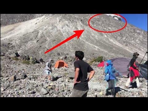 Tiba-Tiba Terdengar BLOOOMM,, Saksi Mata Detik-Detik Gunung Merapi Memuntahkan ERUPSl....