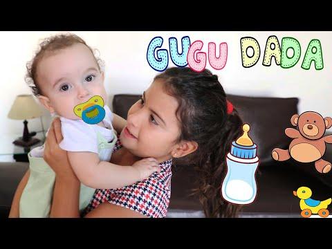 MARIA CLARA FINGE SER BABÁ POR UM DIA COM BEBÊ DE VERDADE 👶  Pretend to play nanny!!!