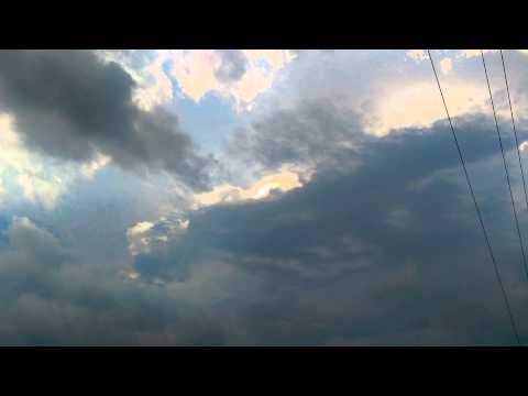 天空出現清晰的謎樣光芒,像車頭燈一閃即逝!這不就是外星人的證明嗎?