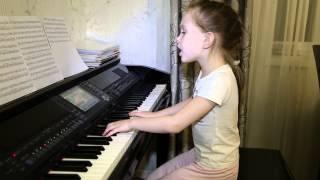 Листья желтые медленно падают. Дети поют. Виктория Викторовна 6 лет.