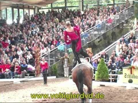 bleyer - Deutsche Meisterschaft Voltigieren in Leipzig 2010 Gruppen Kür (vom Samstag) Mehr Videos und DVDs gibt es unter http://www.voltigierdvd.de Team Bleyer Köln/N...
