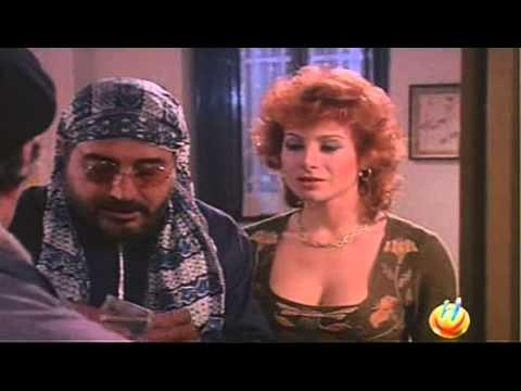 moglie - La casalinga Valentina (Carmen Russo) soffre a causa della propria condizione di bassa preparazione culturale e decide, contro il parere del ricco marito Ari...