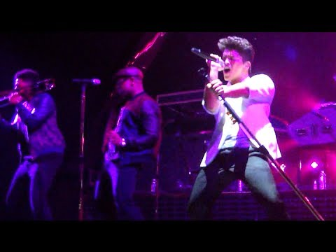 BRUNO MARS – OUR FIRST TIME – SEXY DANCE MOVES (@ THE COSMOPOLITAN 12-31-13) FRONT ROW