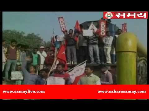 Left supporters block train in Darbhanga