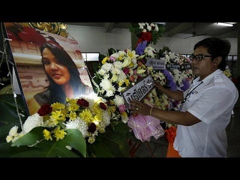Ταϊλάνδη: Κηδεύονται οι νεκροί – ανθρωποκυνηγητό για τον εντοπισμό των δραστών