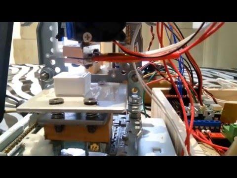 Imprimante 3D (faite à partir de lecteurs de DVD)