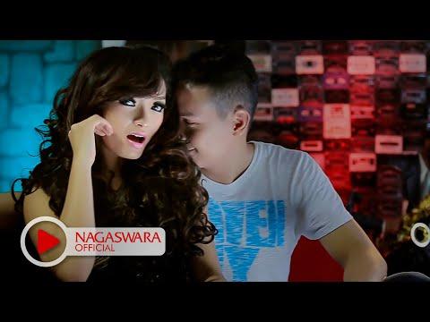 Zaskia Gotik - Sisa Semalam - Official Music Video HD - Nagaswara