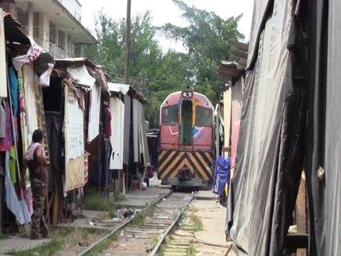 [Honduras] A Train and Railroad Shops in San Pedro Sula (Aug., 2013)