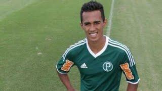 Lateral ex Palmeiras está por detalhes com equipe baiana. Após exames será anunciado no Vitória da Bahia .