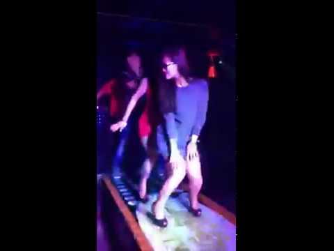 hình Video DJ - Bà Ngoại U40 Trẻ Như Thiếu Nữ Nhảy Bốc Lửa Trong Bar :x