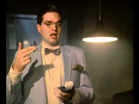 Oliver Platt - Oliver Platt in one of his earliest acting roles. http://miamivice.wikia.com/wiki/Baseballs_of_Death.