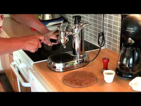 making espresso with la Pavoni lever machine