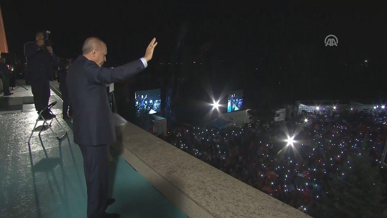 Ο Ρ.Τ. Ερντογάν πανηγυρίζει την επανεκλογή του στην προεδρία της Τουρκίας