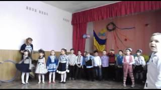 Дети поют песню о мамеПразднование 8 марта в школе.